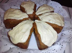 Tarta de zanahoria con cobertura de queso crema. Con y sin gluten