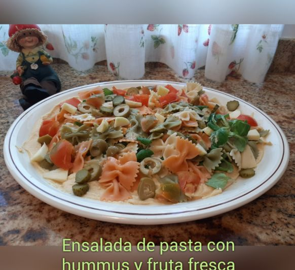 Ensalada de pasta con Hummus y fruta