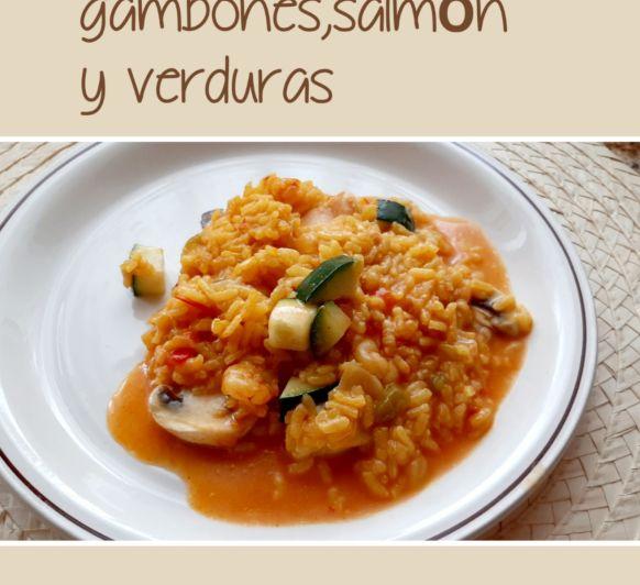 Arroz cremoso de gambones, salmón y verduras