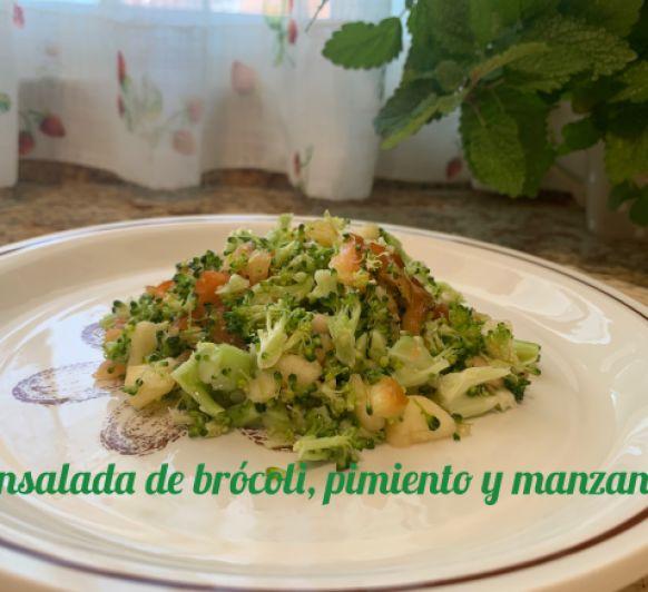 Ensalada de brócoli, pimiento y manzana